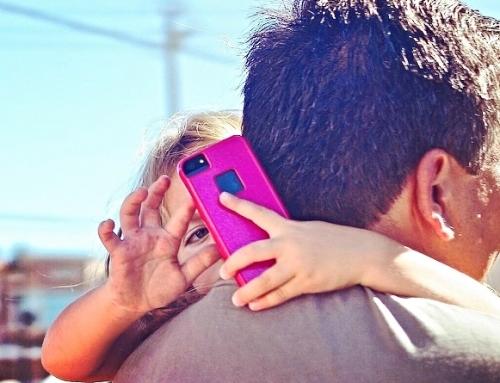 Wanneer mogen kinderen een mobiele telefoon?