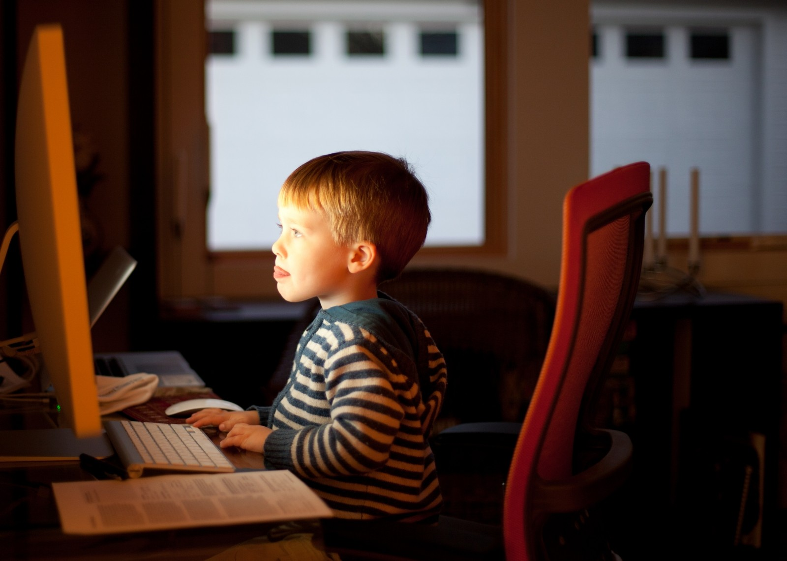 Beeldschermtijd kinderen: computeren, tablet en tv kijken